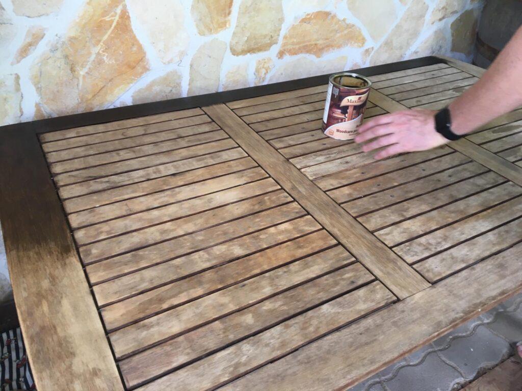 Kerti fabútorok felújítása és ápolása vastaglazúrral